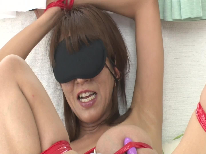 アイマスク拘束プレイに本気汁垂れ流し感じまくる爆乳美熟女嫁を調教顔面射精ハメww-