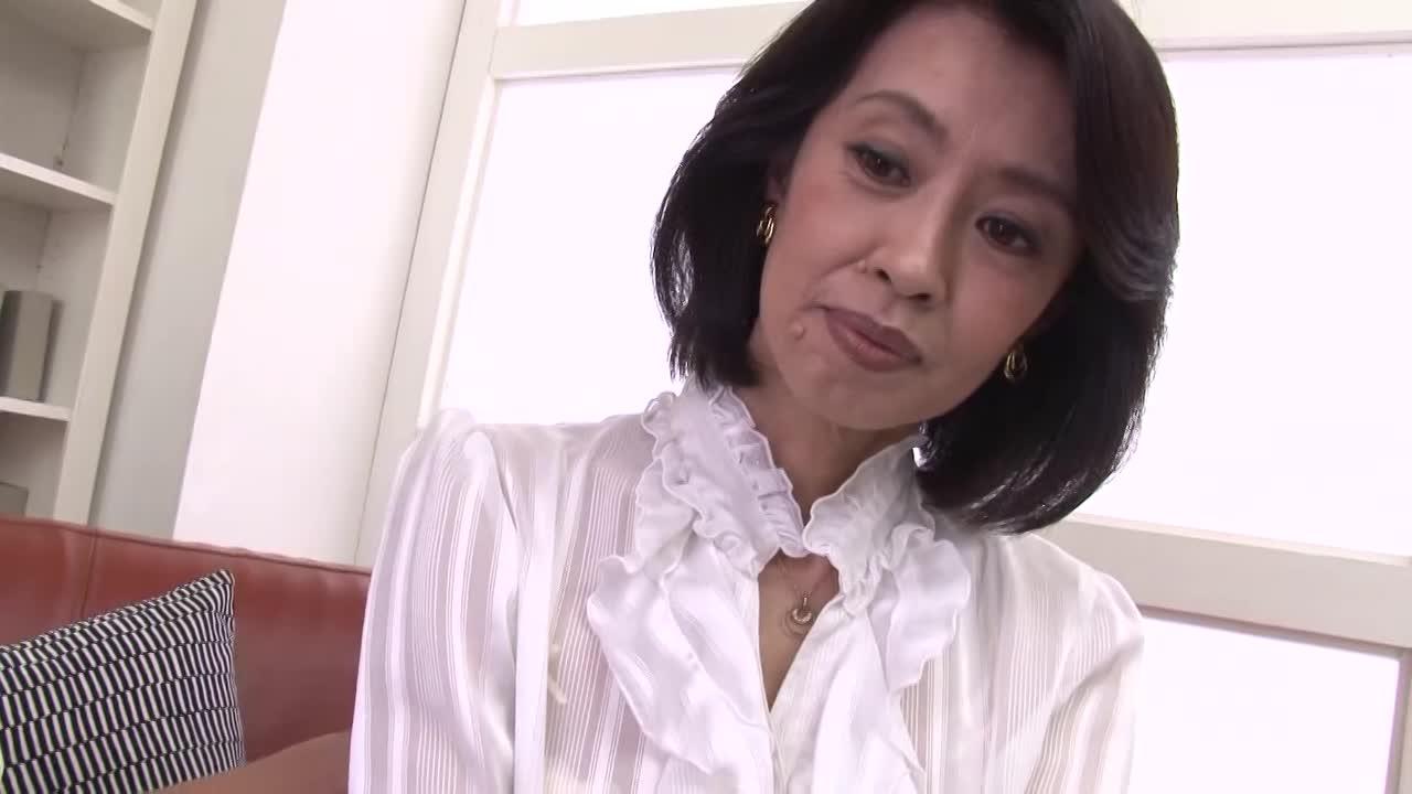 白金在住、セレブ奥様は度を越えたチンコ愛好者。膣痙攣が止まらない中出し交尾!